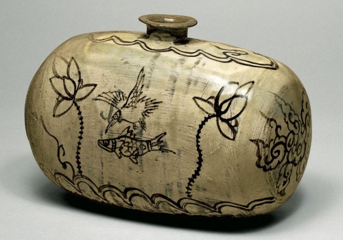 Drum-shaped Bottle with Decoration of Fish, Bird, and Lotus. Late 15th-early 16th century, Joseon period, Korea. Buncheong ware with iron-brown design; h. 14.4 cm, l. approx. 22 cm. Museum of Oriental Ceramics, Osaka. Cat. 23.