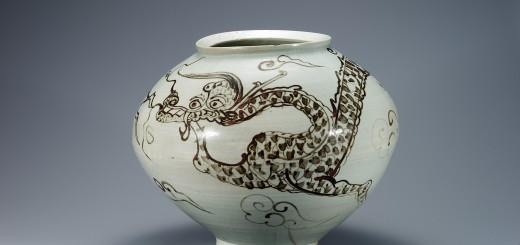 jarre en porcelaine blanche avec motifs nuages et dragon